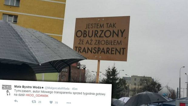 z19370799Q,Transparent-na-manifestacji-KOD