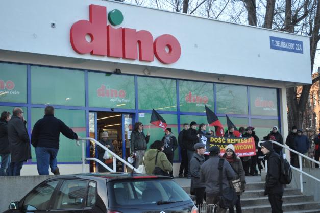 Pikieta solidarnościowa po zwolnieniu związkowców z Dino (styczeń 2014)